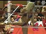 Setsuko vs Taya Valkyrie en duelo de bikinis (17-07-2012 ...