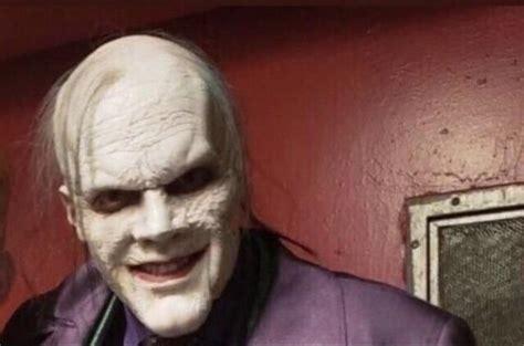 Novo visual do Coringa em Gotham é revelado