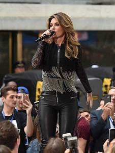 Shania Twain performing her new song from her upcoming ...