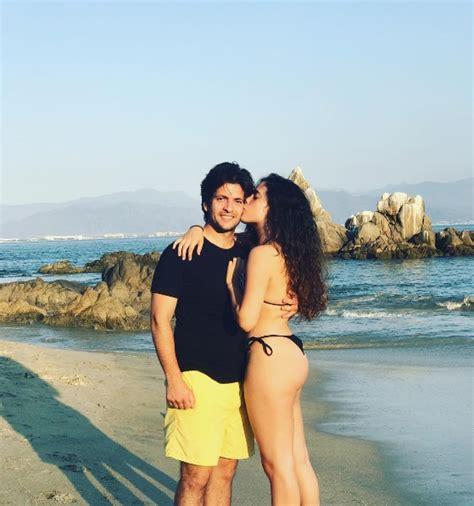 Camila Fernández Presume Cuerpazo Y Galán Desde La Playa