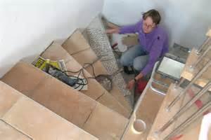 treppen fliesen verlegen gewendelte treppen fliesen verlegen inspiration design familie traumhaus