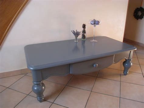 table basse grise patines couleurs