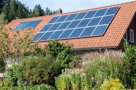 Solaranlage In Hybridtechnik Strom Und Waerme Im Doppelpack by Solaranlage Strom Eigenbedarf Solaranlage Strom Oder W