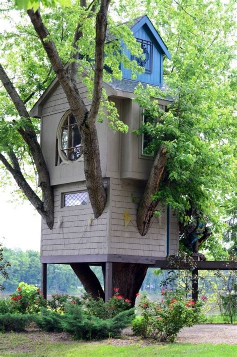pics of cool tree houses 39 amazing tree houses everyone wished they had growing up