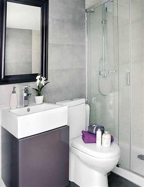 Tiny Bathrooms Ideas by 25 Best Ideas About Small Bathroom On