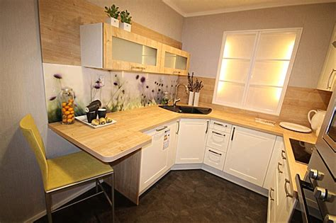 Hausmarkemusterküche Gemütliche Küche Mit Glastresen Für