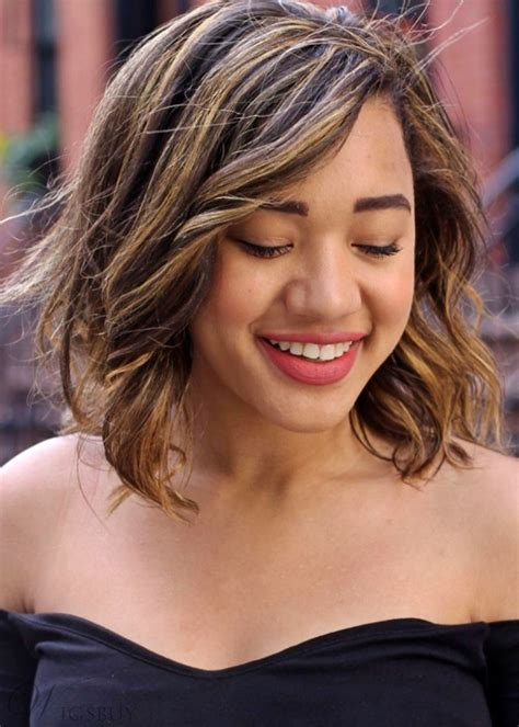 Short Bob Layered Hairstyle with Highlights Women's ...