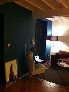 Salon bleu petrole cool nouvelle vague le bleu pour une for Good quelle couleur pour un couloir 12 mur salon bleu canard couloir pinterest salons