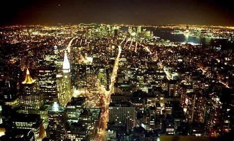 File:Manhattan night march USA2.jpg - Wikimedia Commons