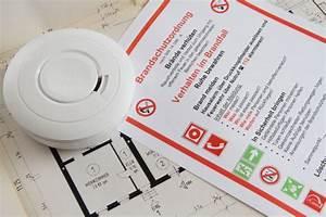 Wer Muss Die Rauchmelder Installieren : rauchmelder installieren wie es geht und wann es pflicht ~ Lizthompson.info Haus und Dekorationen