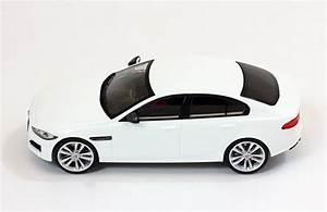 Avis Jaguar Xe : jaguar xe r sport 2015 white die cast mod le de collection premium x ~ Medecine-chirurgie-esthetiques.com Avis de Voitures