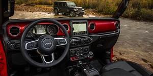2018 Jeep Wrangler interior revealed - Photos (1 of 3)