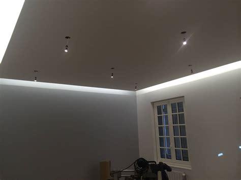 plafond eclairage indirect eclairage architectural de magasin in deco