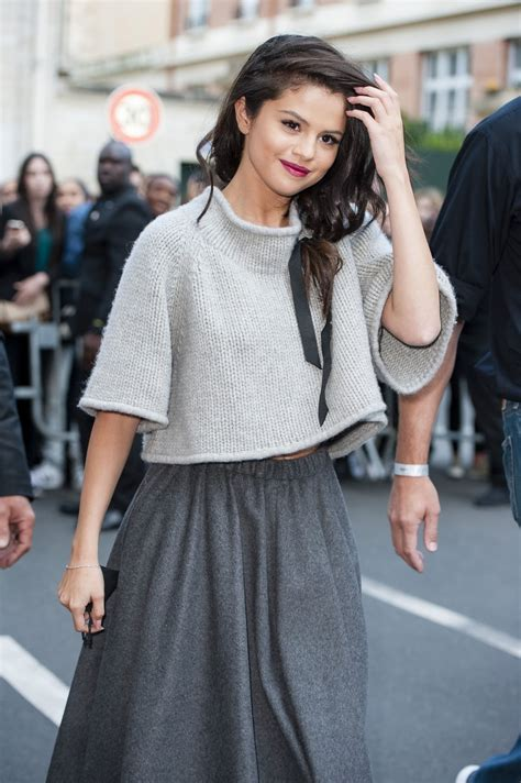 selena gomez s black ribbon is fall s chicest hair