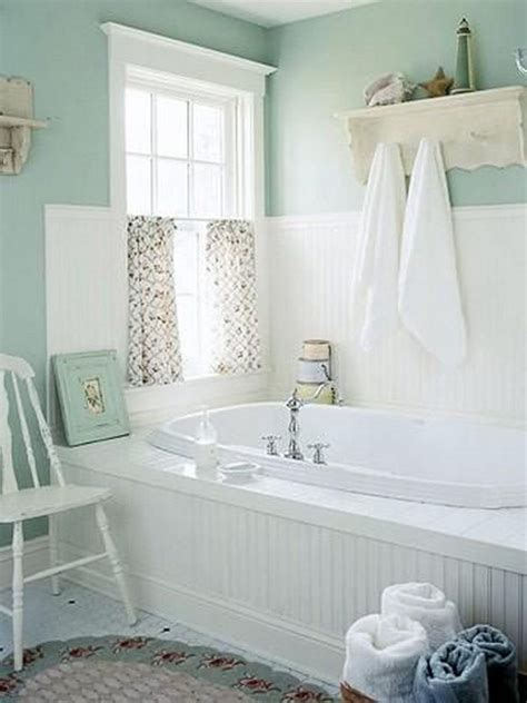 neat  functional bathtub surround storage ideas