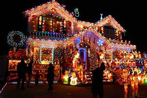 Here's Where You Can See the Best Holiday Lights in Queens