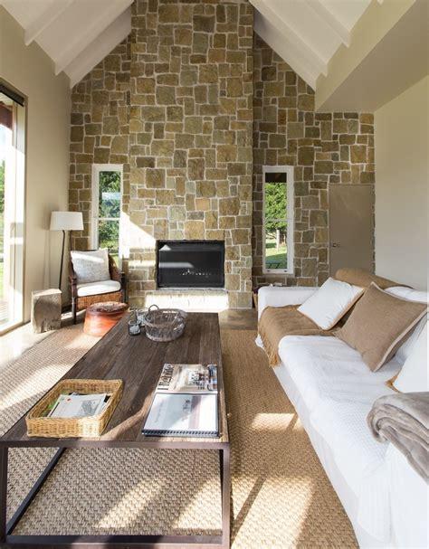 steinwand wohnzimmer eine dekorative wand voller