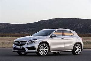 Mercedes Classe A 2014 : mercedes gla 45 amg 2014 le plus puissant des petits suv en vid o l 39 argus ~ Medecine-chirurgie-esthetiques.com Avis de Voitures