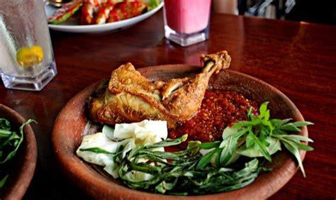 Yang terakhir, tadi kita sudah membahas mengenai resep dari kari ayam yang pedas hingga kari ayam khas india yang menggugah selera dan menggoyang lidah. Resepi Ayam Kurma Paling Sedap - sKebaya