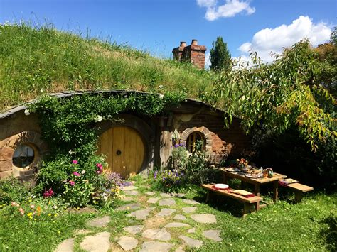 hobbit house 50 surprisingly creative uses for vacant land retipster