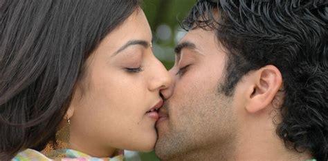 kiss for actress manadesi kajal agarval latest hot kiss wallpapers