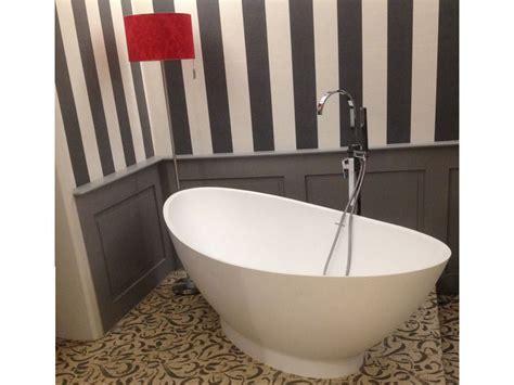 Kleine Bäder Mit Badewanne by Kleines Badezimmer Mit Der Freistehenden Badewanne Como