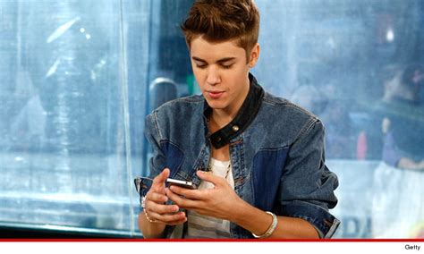 justin bieber s seized cell phone pics