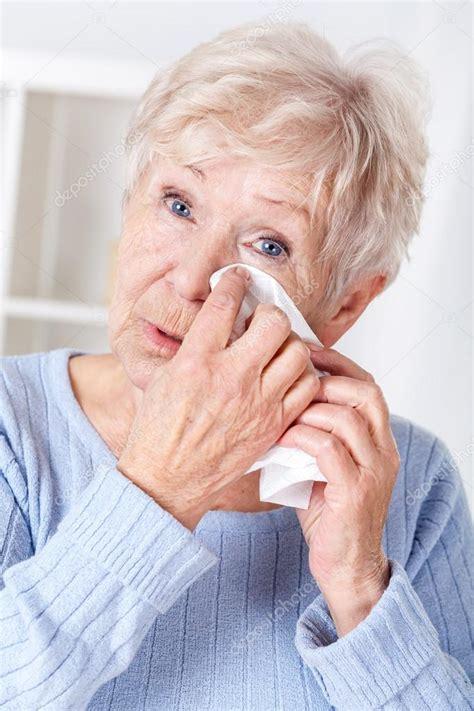 foto viejita llorando anciana llorando foto de stock