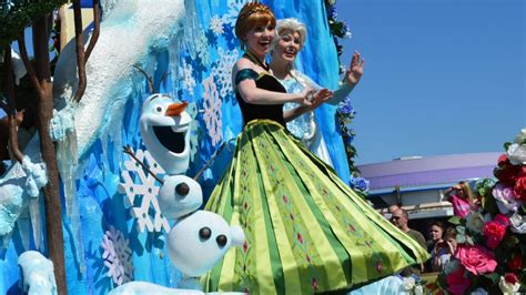 princess anna  coronation gown elsa olaf  frozen