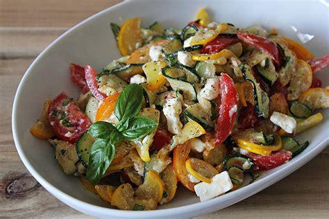 zucchini tomaten salat zucchini tomaten salat fruchtsternchen chefkoch de