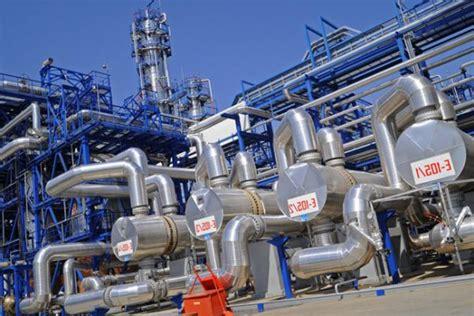 Как проходит процесс получения бензина из нефти?