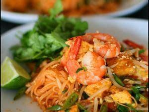 recette cuisine thailandaise recette pâtes de riz sautées aux crevettes à la