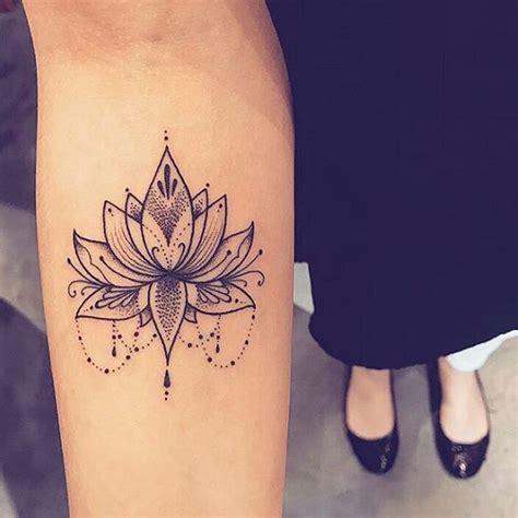 mandala tatouage femme interieur bras tatouage femme