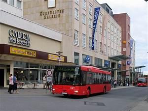 Bus Berlin Kassel : ein man bus linie 32 zum hauptbahnhof vor der kurf rsten galerie kassel bus ~ Markanthonyermac.com Haus und Dekorationen