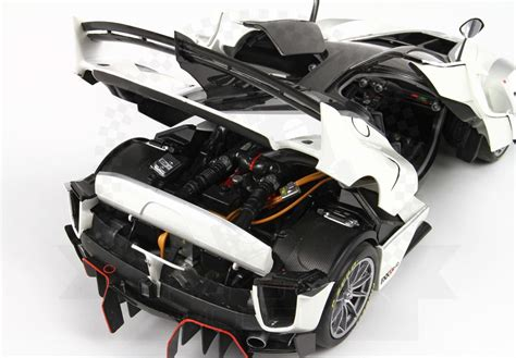Sometimes the thunderstorm grows stronger and becomes more terrifying. Ferrari FXX-K Evo Finali Mondiali 2017 #70 1:18 by BBR