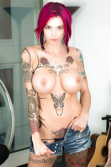 Tattooed Erotic Girl Anna Bell Peaks Poses Nude To Have Her Big Tits Admired