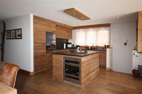 cuisine vieux bois agencement de cuisine en vieux bois