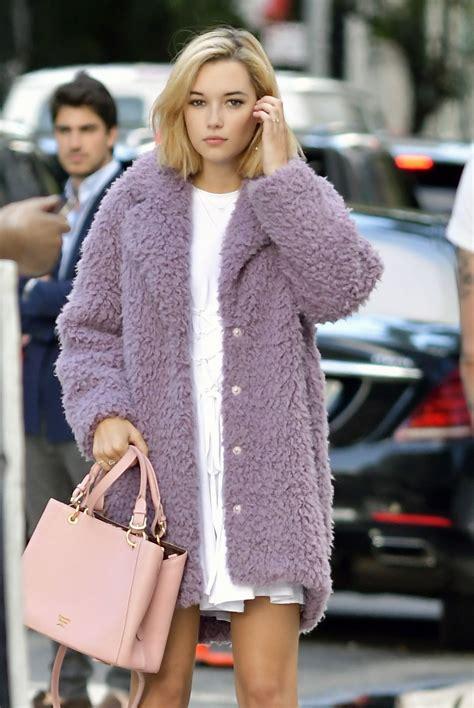 sarah snyder  samantha thavasa handbags photoshoot   york  hawtcelebs