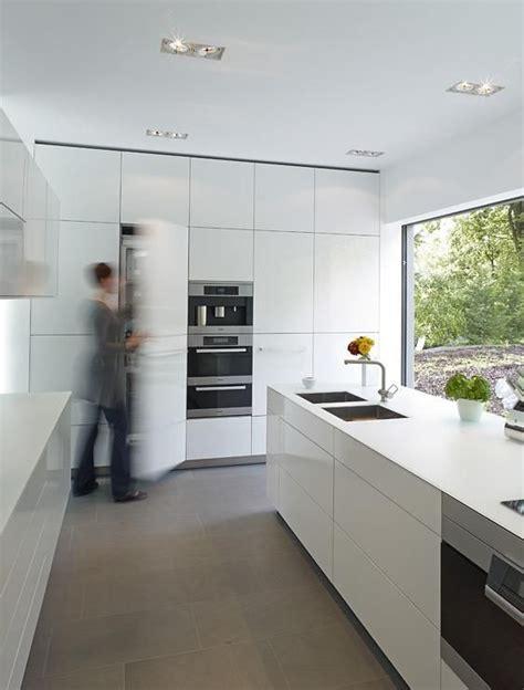 Einrichtung Kleiner Kuechemoderne Kleine Kueche Im Wohnzimmer 3 by Architektenh 228 User Wei 223 E K 252 Che Mit Sandsteinfliesen Bild
