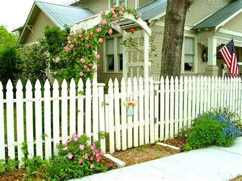 picket fences mord am gartenzaun the brenham house unique elegance of cottage gardens at