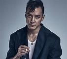 【图】吴彦祖照镜子进行自拍 我很帅但不坏_资讯 - 聚男网
