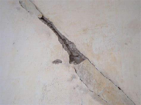 Hairline Cracks In Ceiling Plaster by Repair Hairline Ceiling Blogreportere5j
