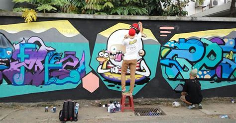 Grafiti Jalan : Seniman Grafiti Percantik Tembok Jalan Ra Kartini Kudus