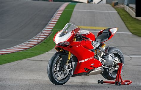 Review Ducati Panigale by Ducati 1199 Panigale R 2015 On Review Mcn