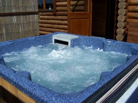 log cabin tub breaks uk log cabins with tub suffolk wagtail lodge