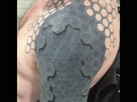siege tatouage 3d popsugar tech