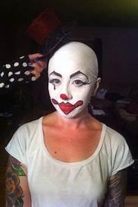 Holiday The Clown a edy Whiteface Clown a true