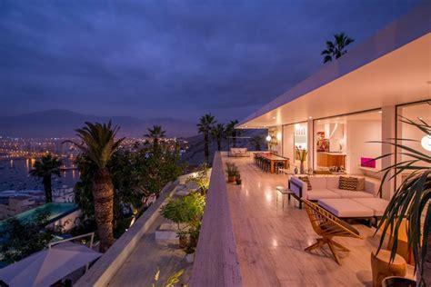 Hillside Home Remodel Overlooking the Ocean in Lima, Peru