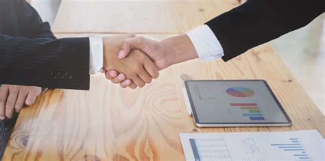The two main categories of insurance contracts. - TRAVEL 7MAP