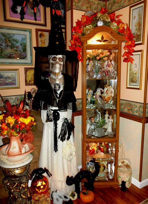 33 Best Scary Halloween Decorations Ideas & Pictures